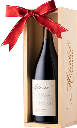 2015 Reserve Pinot Noir 1.5L Holiday Bundle